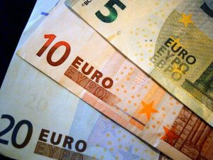 Купить валюту: сохранить или заработать?