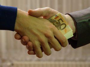 Как одолжить деньги правильно