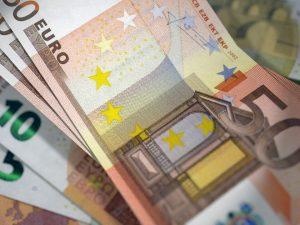 В какой валюте хранить сбережения в марте