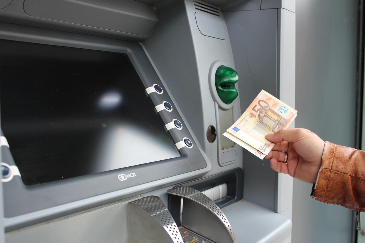 Какие банковские сервисы экономят время и деньги