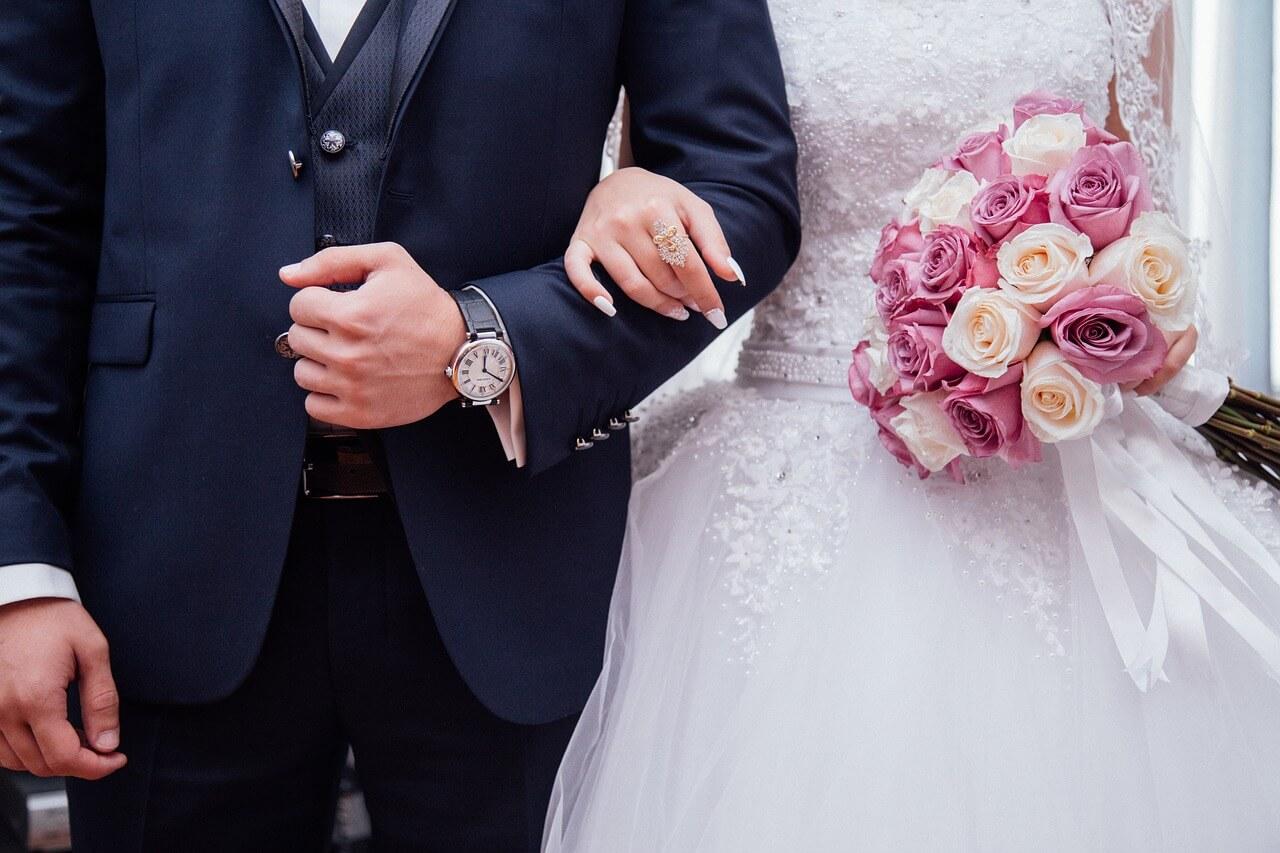 Сколько подарить на свадьбу