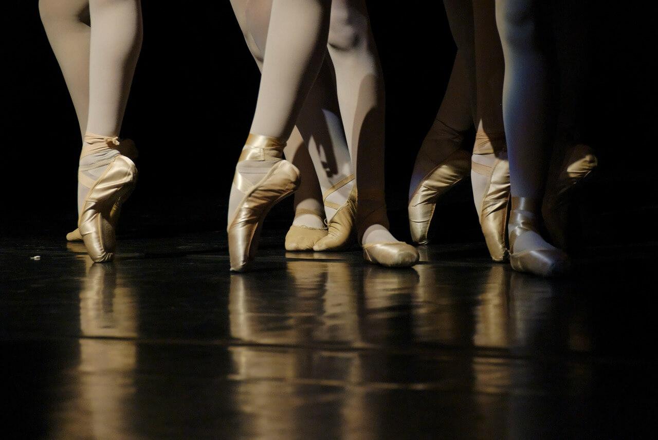 Танцуют все: как выбрать танцевальную школу