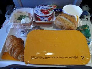 Питание в самолете: как не остаться голодным