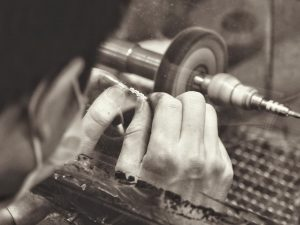Необычная профессия: ювелир — драгоценных дел мастер