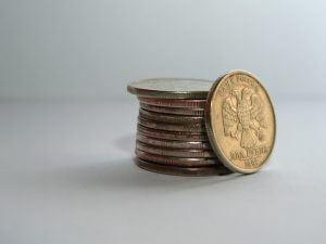 Что дает экономике девальвация