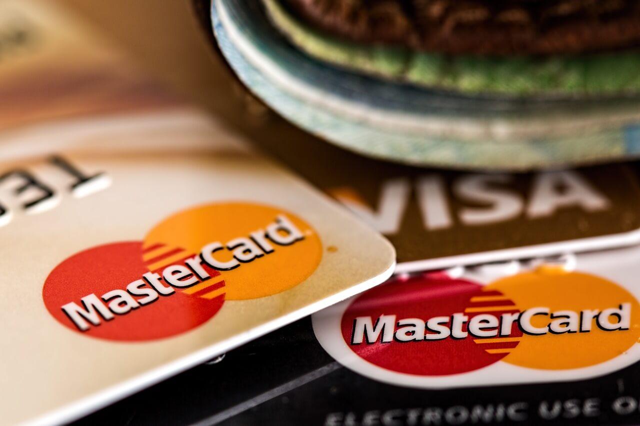 Скимминг: как защититься от кражи денег с карты