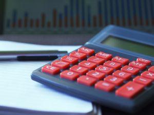 Почему страховщикам невыгодно зарабатывать на клиентах