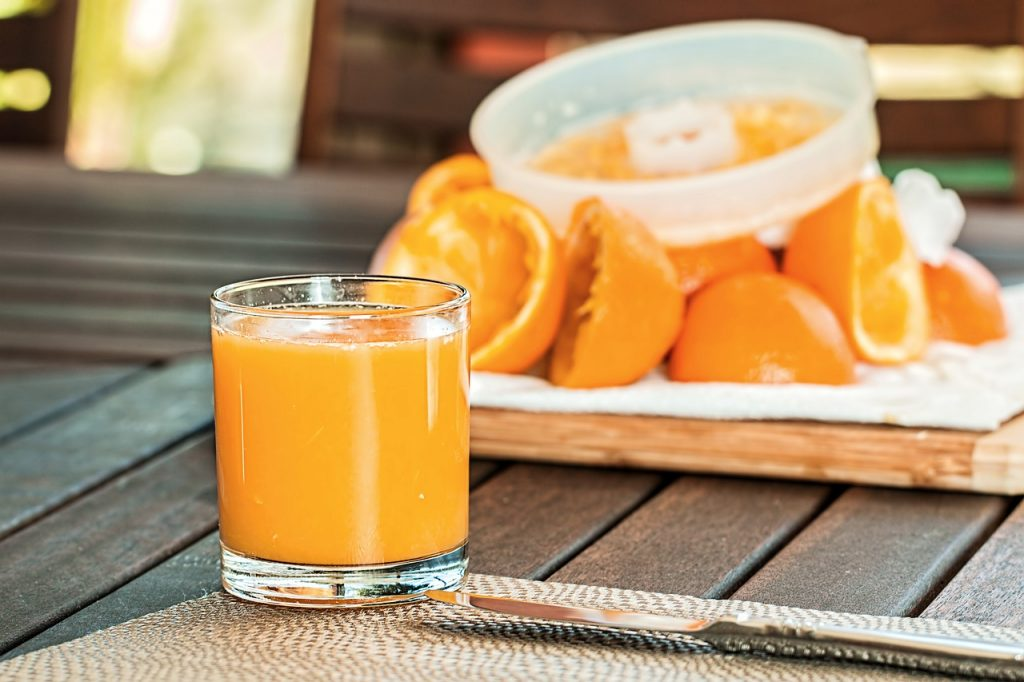 fresh-orange-juice-1614822_1280