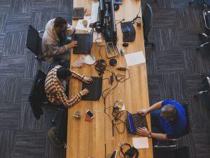 Почему крупные компании переезжают в коворкинги