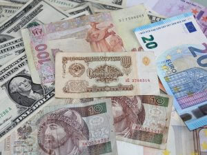 Что такое деньги: известные люди о финансах и первых заработках