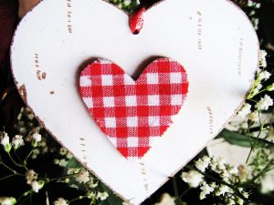 Сколько тратят на День святого Валентина