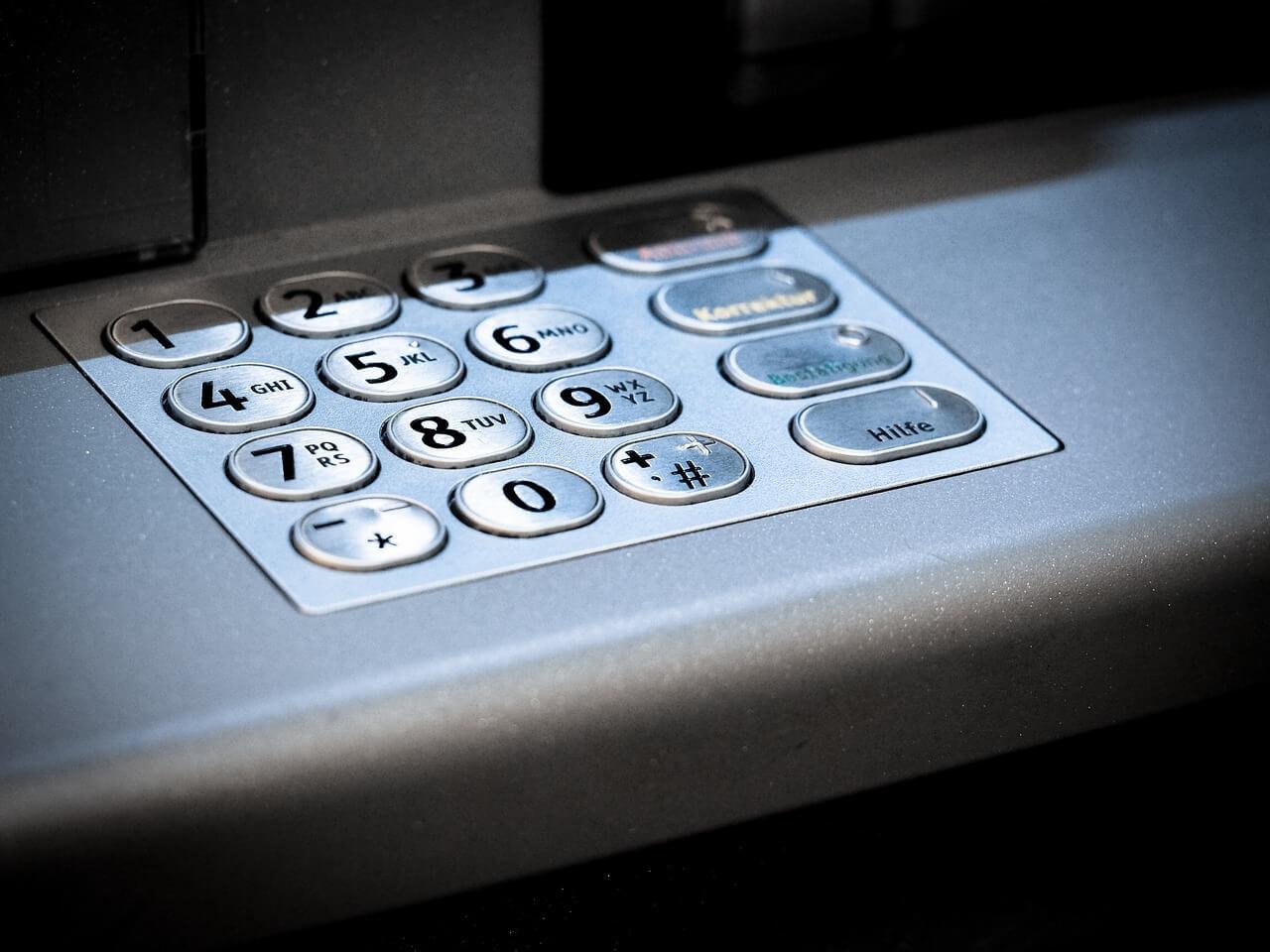 Зачем банкам офлайн-отделения