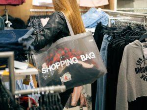 12 способов перестать тратить деньги на бесполезные вещи